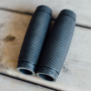 Biltwell Recoil Grip - Black - close up